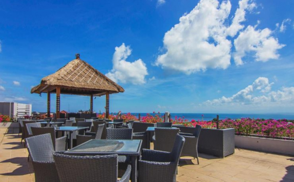 Outdoor Seating di Lorin New Kuta Hotel