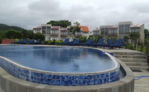 swimming pool di Luwansa Beach Resort