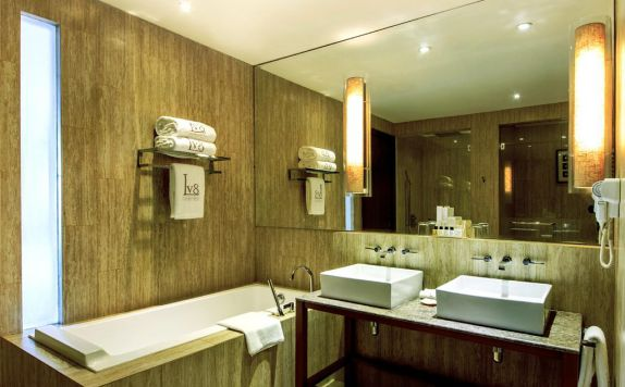 Bathroom di Lv8 Resort Hotel