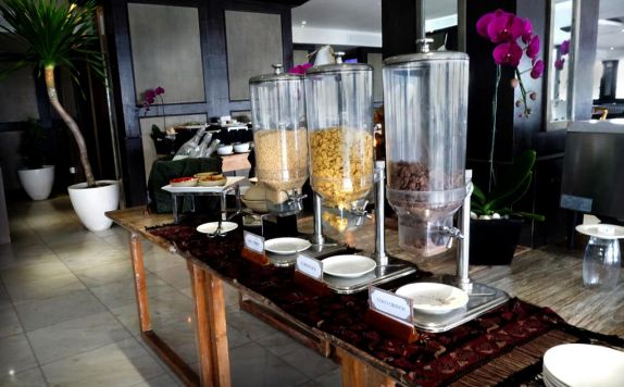 buffet di Lv8 Resort Hotel