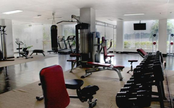 gym di Lv8 Resort Hotel