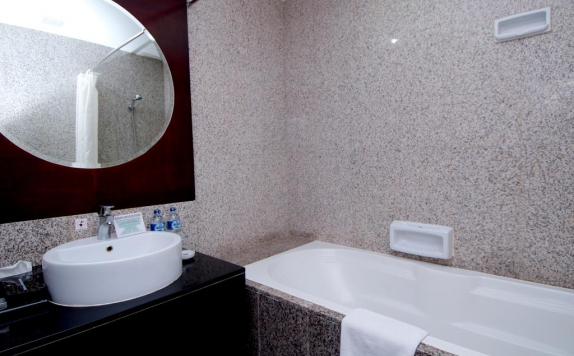 Bathroom di Manhattan Hotel