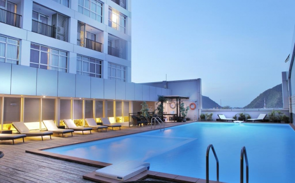 Swimming Pool di Maqna Hotel by Prasanthi
