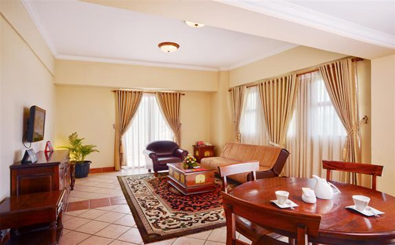 Executive Suite Living Room di Marbella Hotel, Convention & Spa Anyer