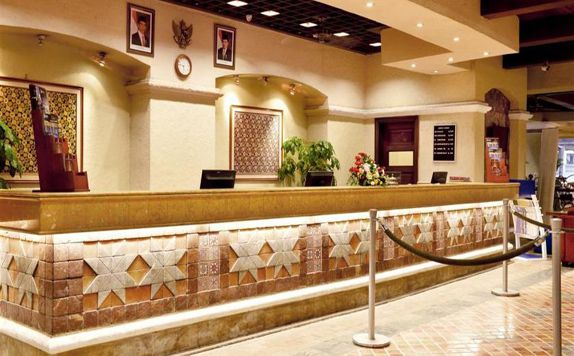 Front Office di Marbella Hotel, Convention & Spa Anyer