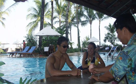Pool Bar di Marbella Hotel, Convention & Spa Anyer