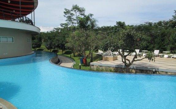 Swimming Pool di Marbella Suites Bandung