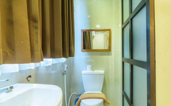 bathroom di Matahari House