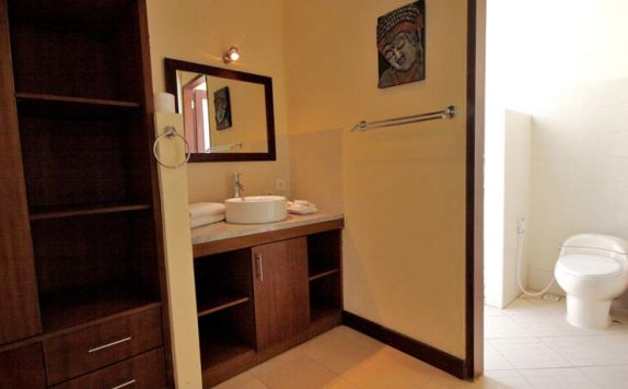 Bathroom di Medewi Bay Retreat