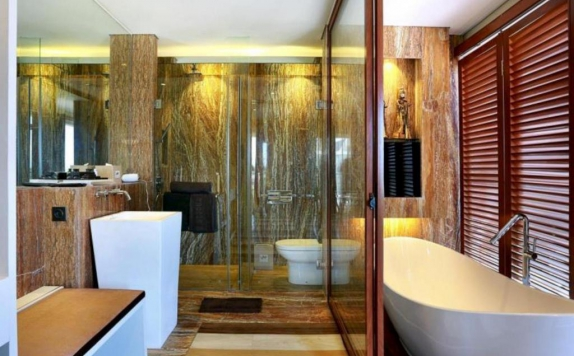 Bathroom di Mega Boutique Hotel & Spa Bali