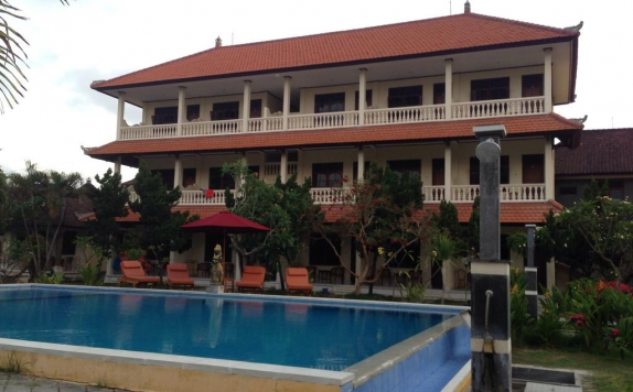 Outdoor Pool Hotel di Mekar Jaya Bungalows
