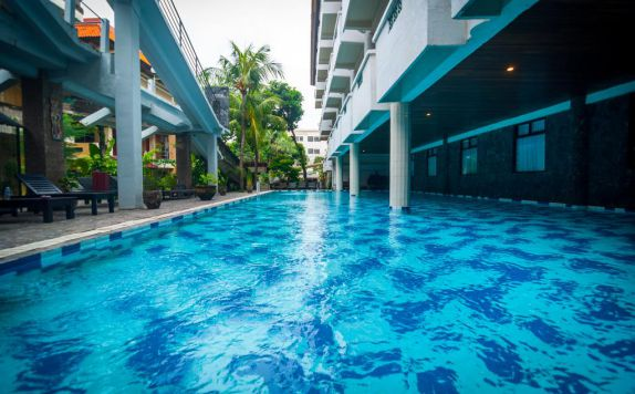 swimming pool di Melasti Kuta Beach Bungalow & Spa