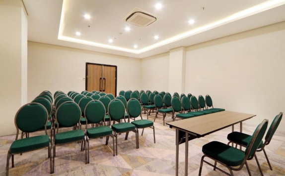 Meeting Room di Meotel Jember by Dafam