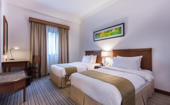 guest room twin bed di Mercure Batam