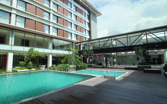 Swimming Pool di Mercure Padang