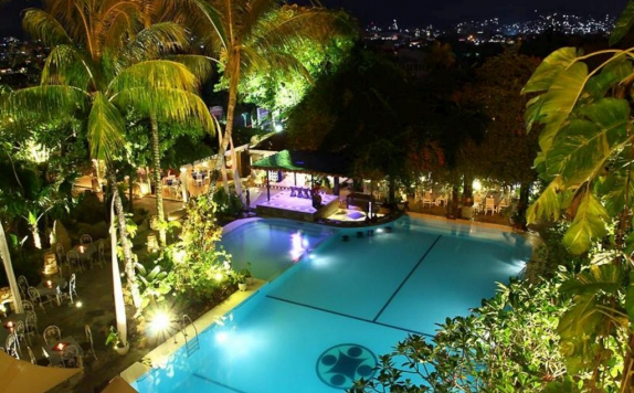 Swimming Pool di Mesra Resort Hotel