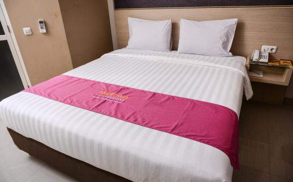 Double Bed Room Hotel di Midtown Xpress Sampit