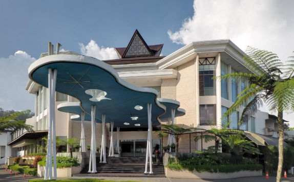 Eksterior di Mikie Holiday Resort & Hotel