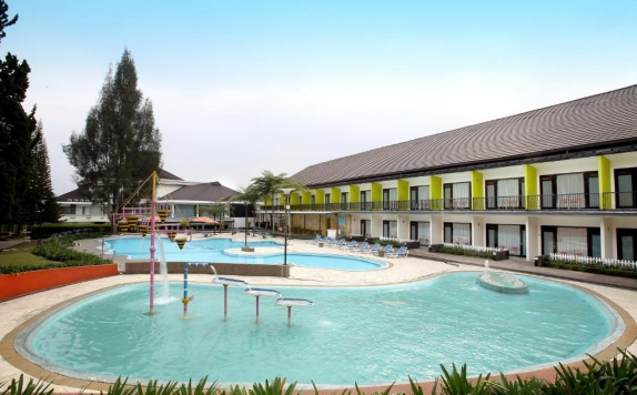 Swimming Pool di Mikie Holiday Resort & Hotel