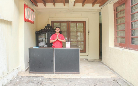Receptionist di M Residence Menteng