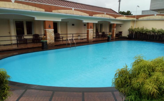 Swimming Pool di Mutiara Baru Hotel