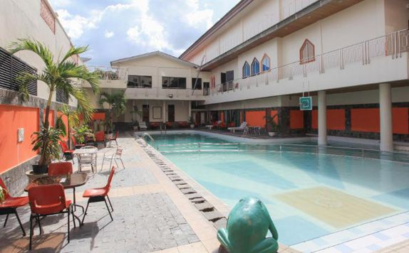 Swimming Pool di Mutiara Merdeka Hotel