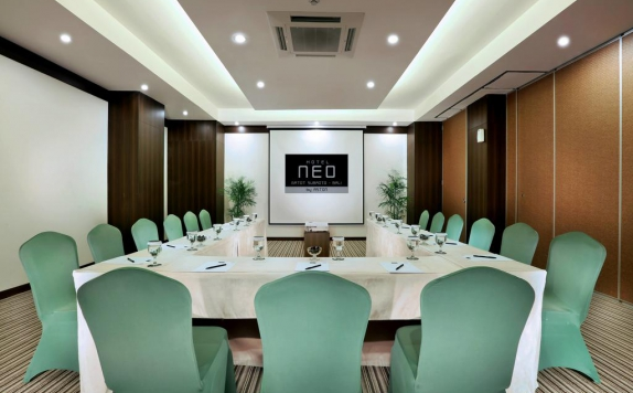 Meeting Room di Neo Denpasar