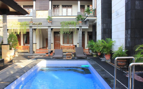 Outdoor Pool Hotel di New Asta Graha Homestay