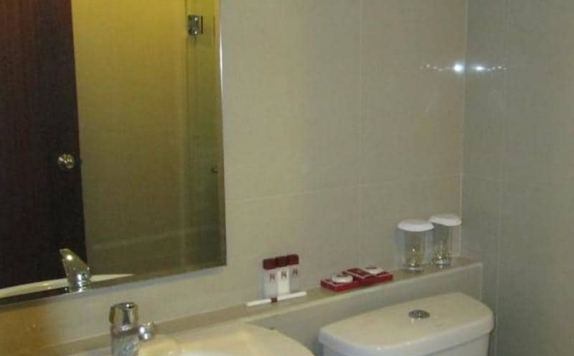 Bathroom di The Naripan Hotel