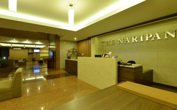 Receptionist di The Naripan Hotel