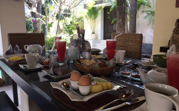 Foods and Beverages Hotel di Nike Villas