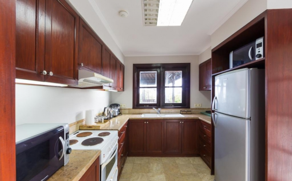 kitchen di Nirwana Villa Estate