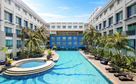 Swimming Pool di Novotel Mangga Dua