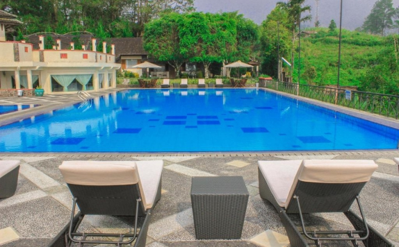 Swimming Pool di Nuansa Maninjau Hotel & Resort