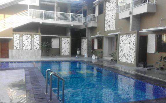 Swimming Pool di Nueve Jogja Hotel