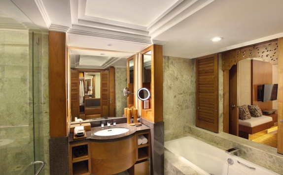 Bathroom di Nusa Dua Beach & Spa