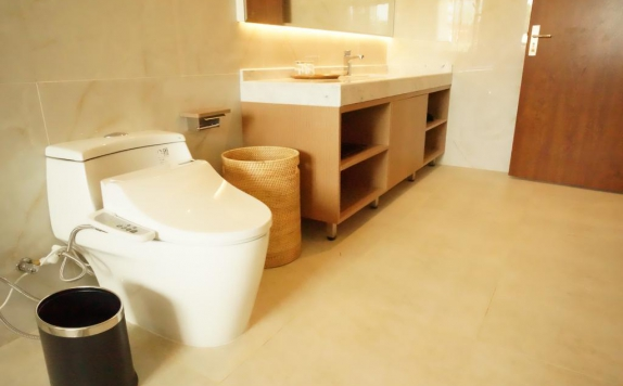Bathroom di Nusantara Diving Center Resort & Spa
