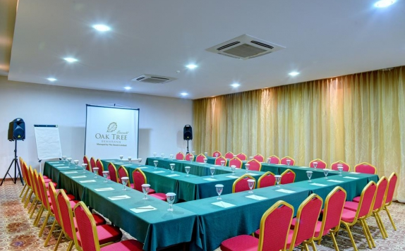 Meeting Room di Oaktree Emerald Hotel Semarang