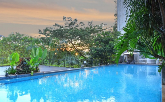 Swimming Pool di Oaktree Emerald Hotel Semarang