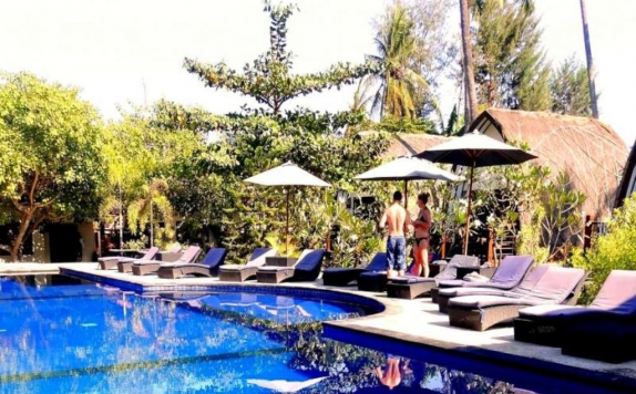 Outdoor Pool Hotel di Oceans 5 Dive Resort