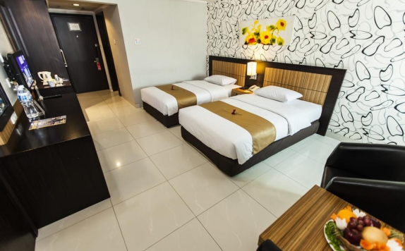 guest room twin bed di Orchardz Jayakarta