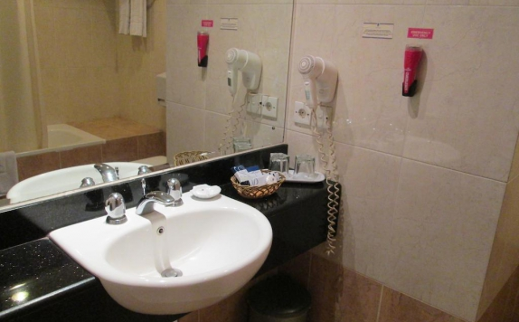 Bathroom di Pacific Balikpapan