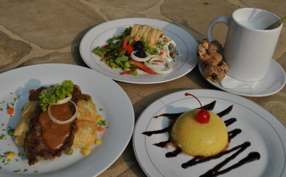 Restaurant di Palm Beach Resort Jepara