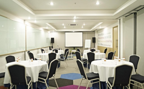 Meeting room di PALM PARK Hotel Surabaya