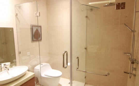 Bathroom di Patra Semarang Hotel & Convention