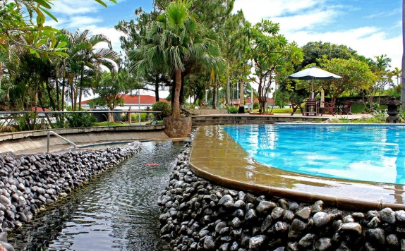 Swimming Pool di Patra Semarang Hotel & Convention