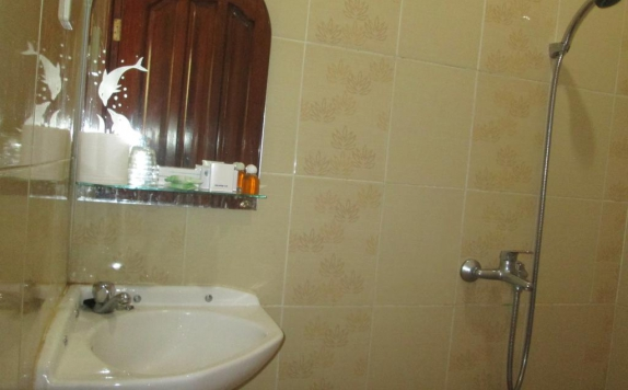 Bathroom di Permata Land Hotel