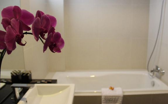 bathroom di PING Hotel