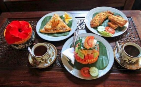 Food and Beverages di Praety Home Stay