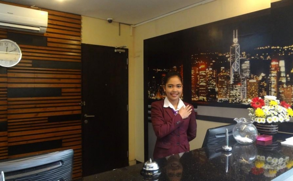 Receptionist di Prasada Mansion